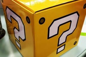 1411-04 Suda51 Caja interrogante